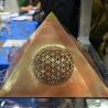Pyramide avec Fleur de Vie...